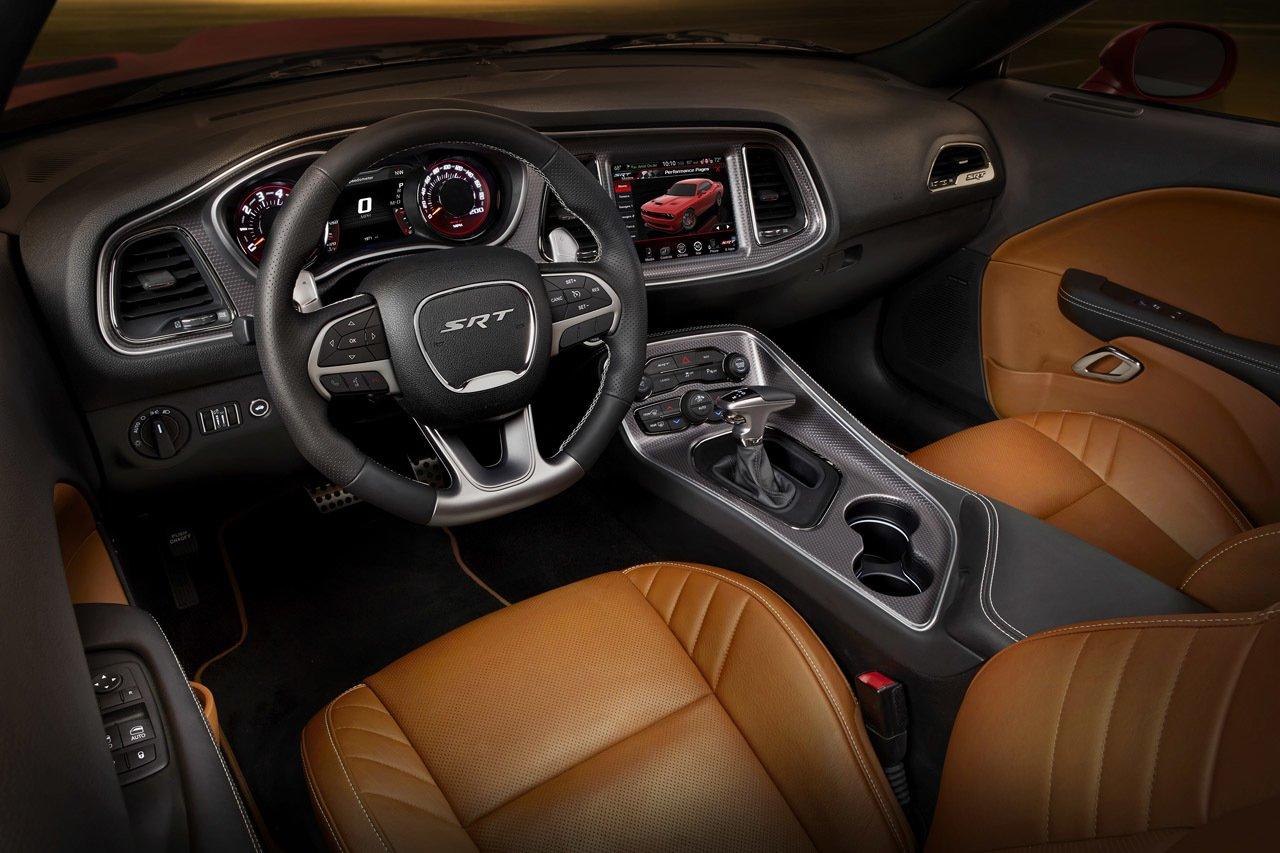 Dodge Challenger SRT Hellcat готовится кмировой премьере