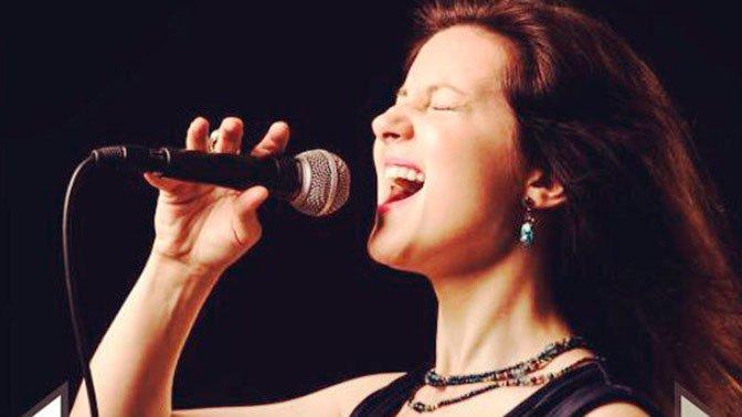 Известная джазовая эстрадная певица погибла при странных обстоятельствах