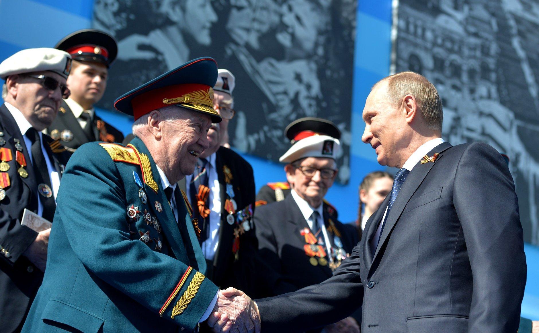 В столице России напараде охрана В. Путина оттолкнула ветерана