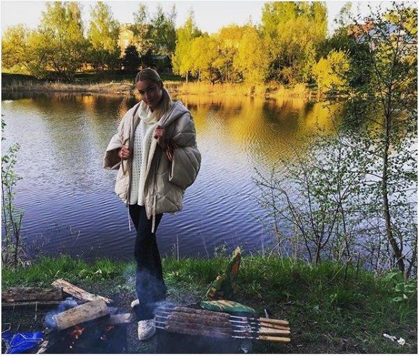«Натрусы еще нацепи»: Волочкову сгеоргиевской ленточкой обвинили вкощунстве