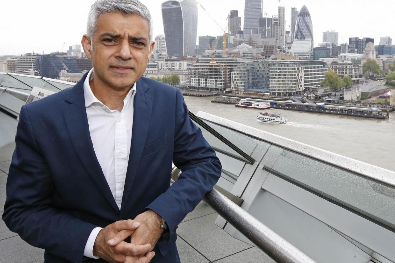 Мэр Лондона желает запретить рекламу фастфуда нагородском транспорте