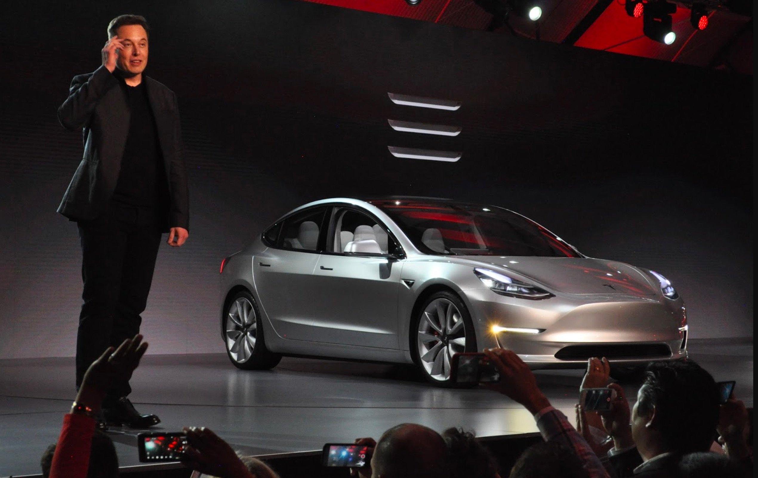Маск рассказал ополноприводной Tesla Model 3 с двумя моторами