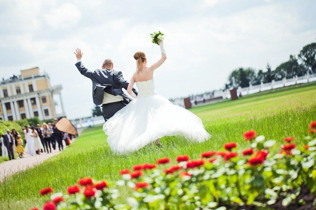 Семья румынских цыган сыграла свадьбу виспанском ресторане и убежала, неоплатив