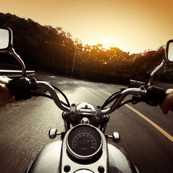 Женщина-байкер едва не погибла в ДТП на Луначарского
