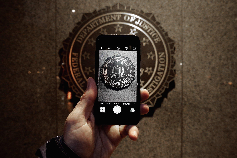 ФБР обвинило Apple всодействии убийцам