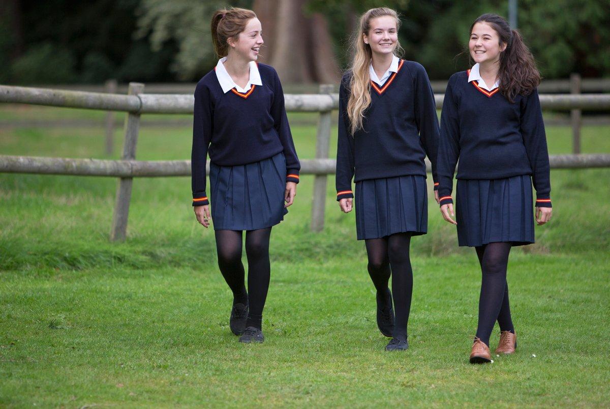 В британских школах запретили носить юбки из-за соблюдения прав ...
