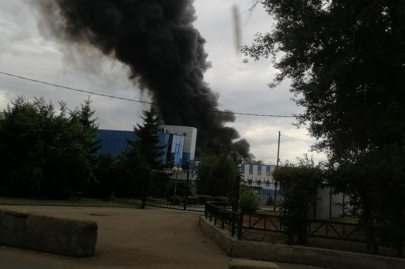 В Иркутске на авиазаводе из-за взрыва горит анодно-малярный цех