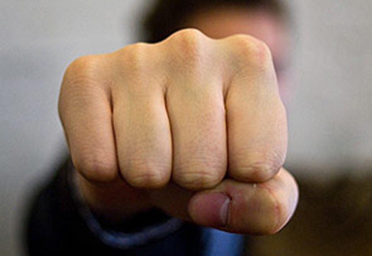 Разнимавшего массовую драку возле кафе в центре Москвы мужчину убили одним ударом на глазах у жены