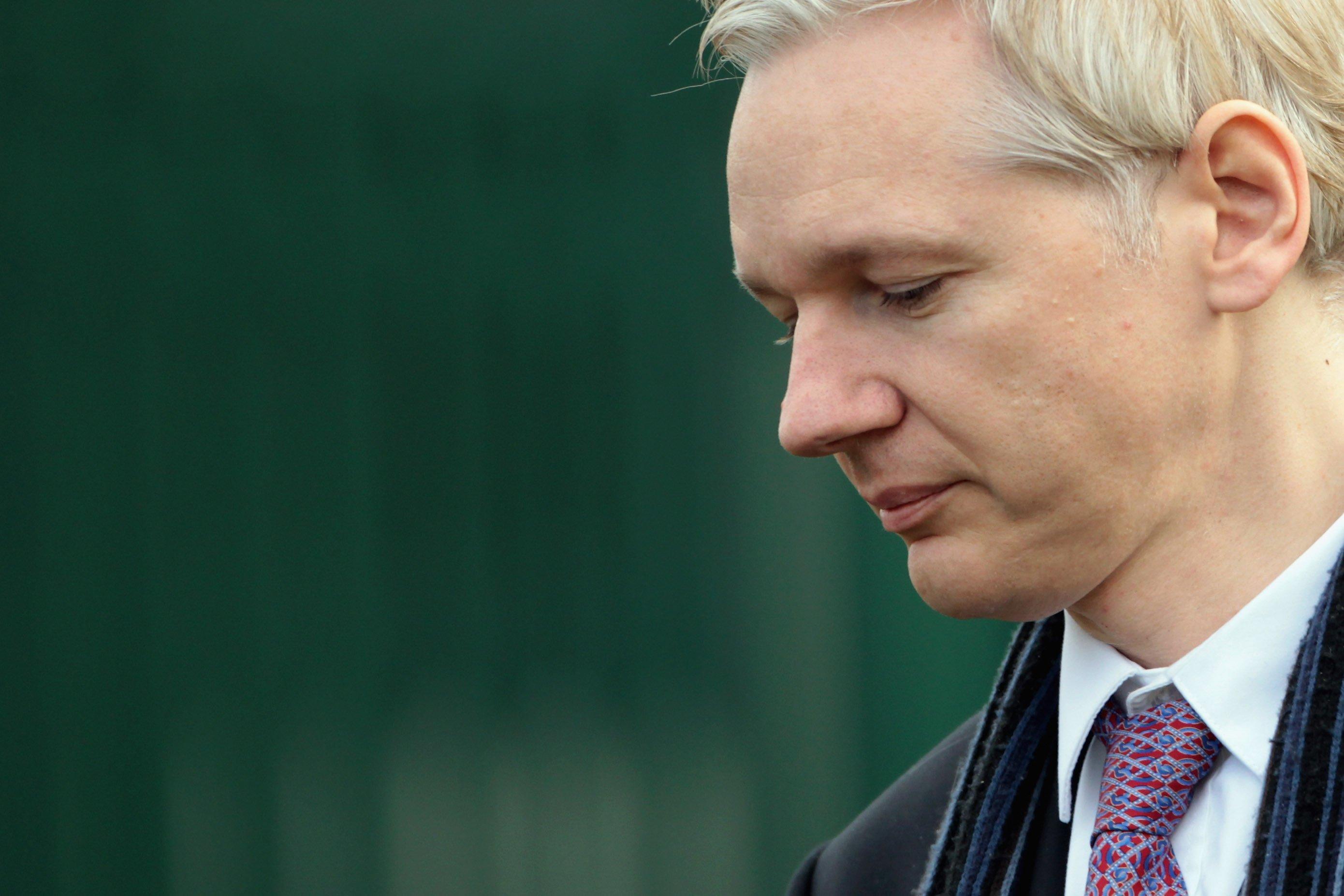 Великобритания желает выселить Ассанжа изпосольства Эквадора встолице Англии