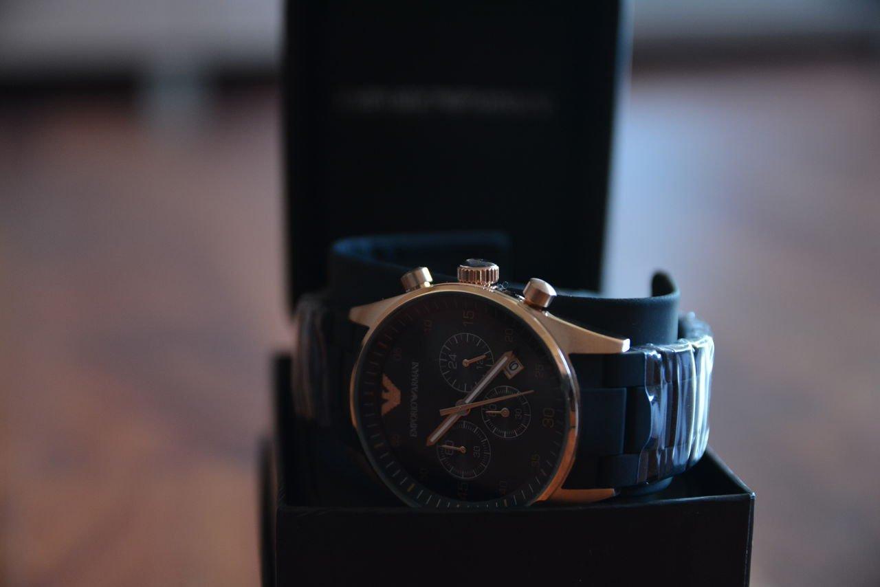 Стильный бренд Armani представил «умные» часы сзащитой отводы