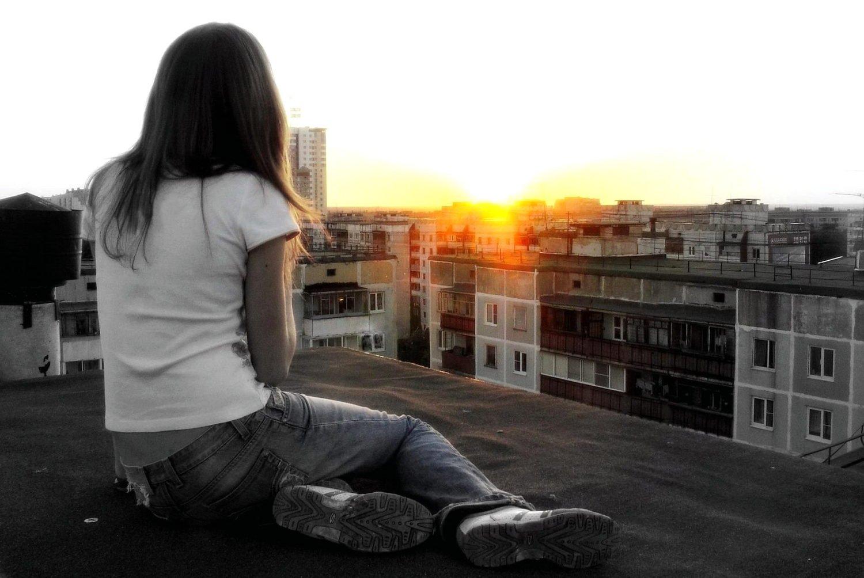 Картинка девушки на аву грустные