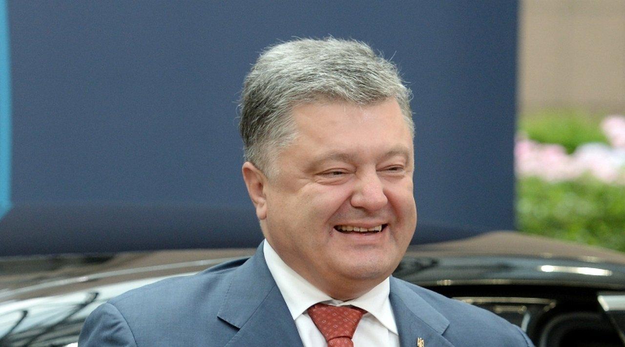 Украинский флаг будет поднят над всеми городами Донбасса иЛуганщины— Порошенко