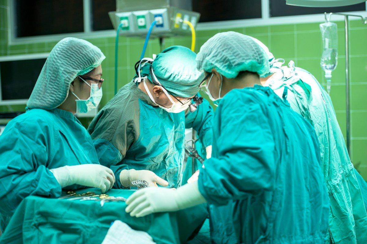 НаФилиппинах девочка 14 лет жила сторчавшим изживота близнецом-паразитом