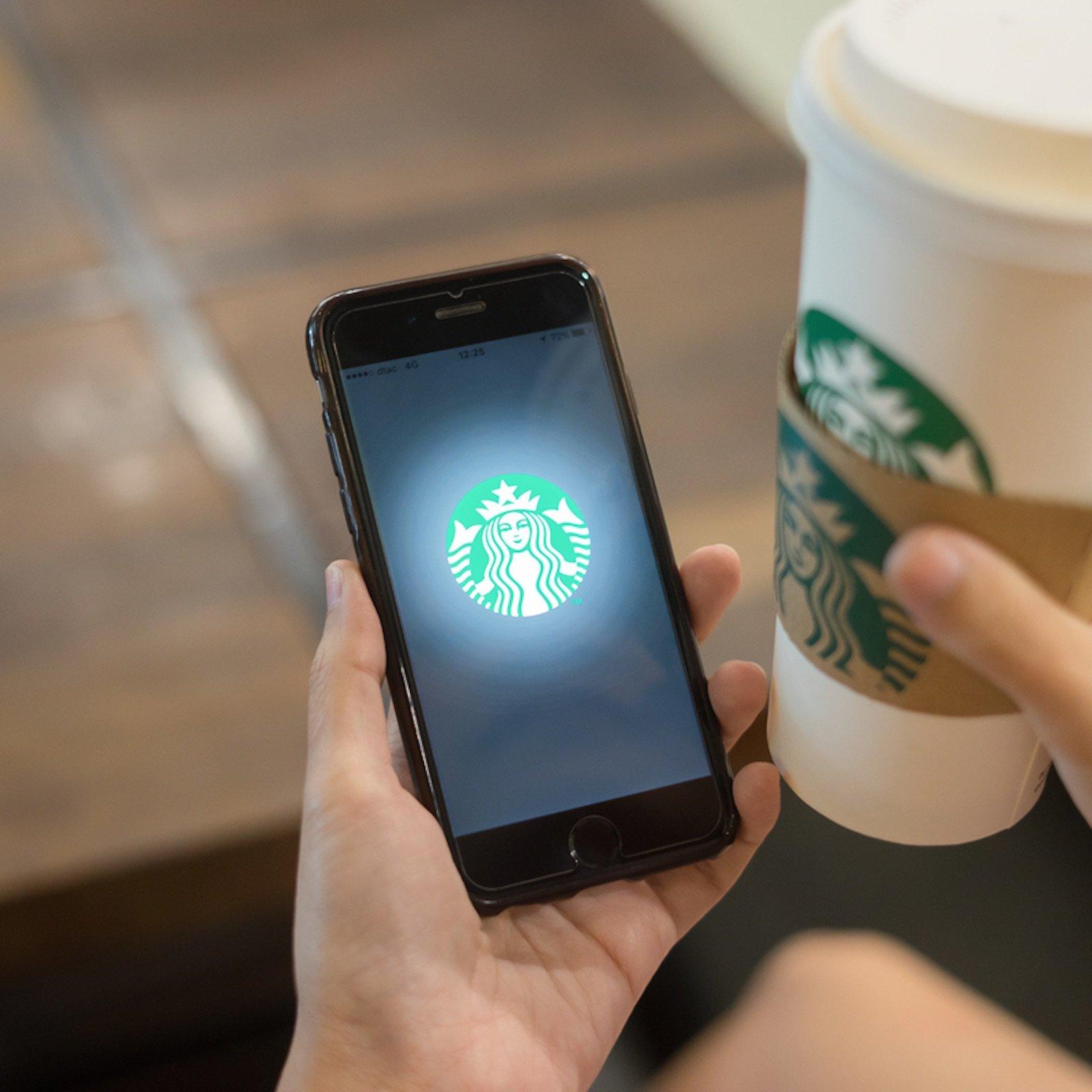 Starbucks начнет принимать коплате криптовалюты