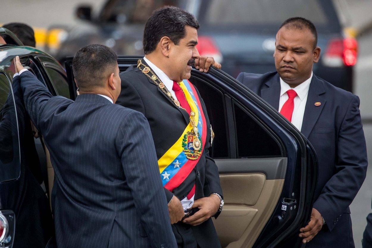 Вглобальной паутине появилось видео взрыва дрона вовремя выступления Мадуро
