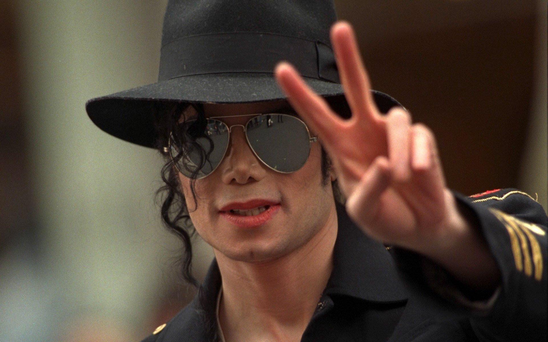 Три песни спосмертного альбома Майкла Джексона признаны фальшивками