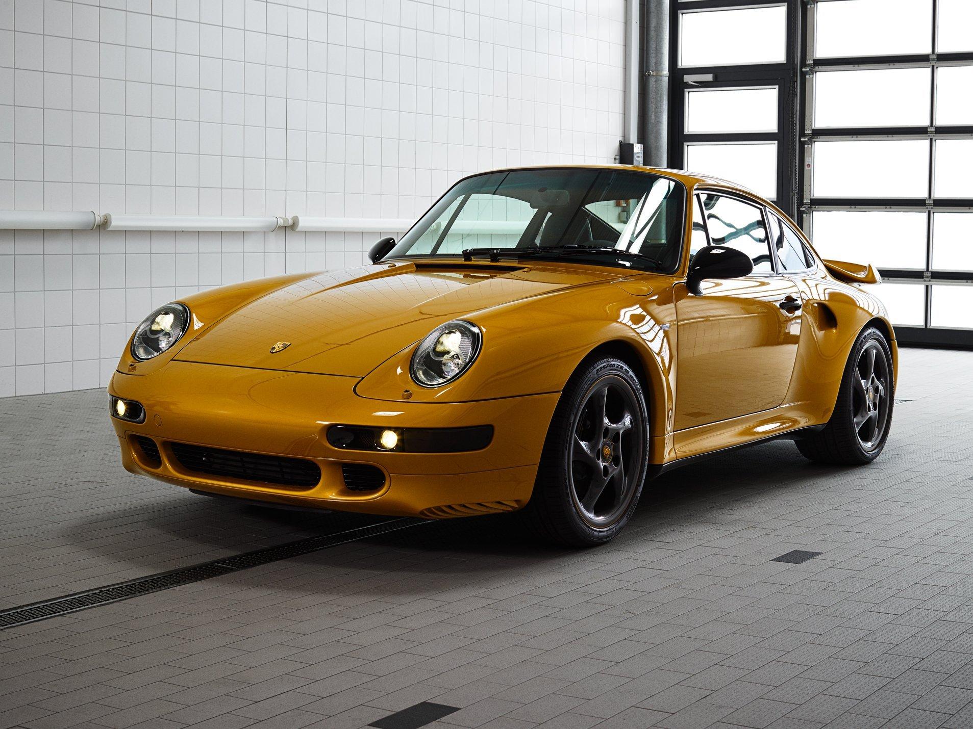 Компания Порш представила особое купе Порше 911 Project Gold