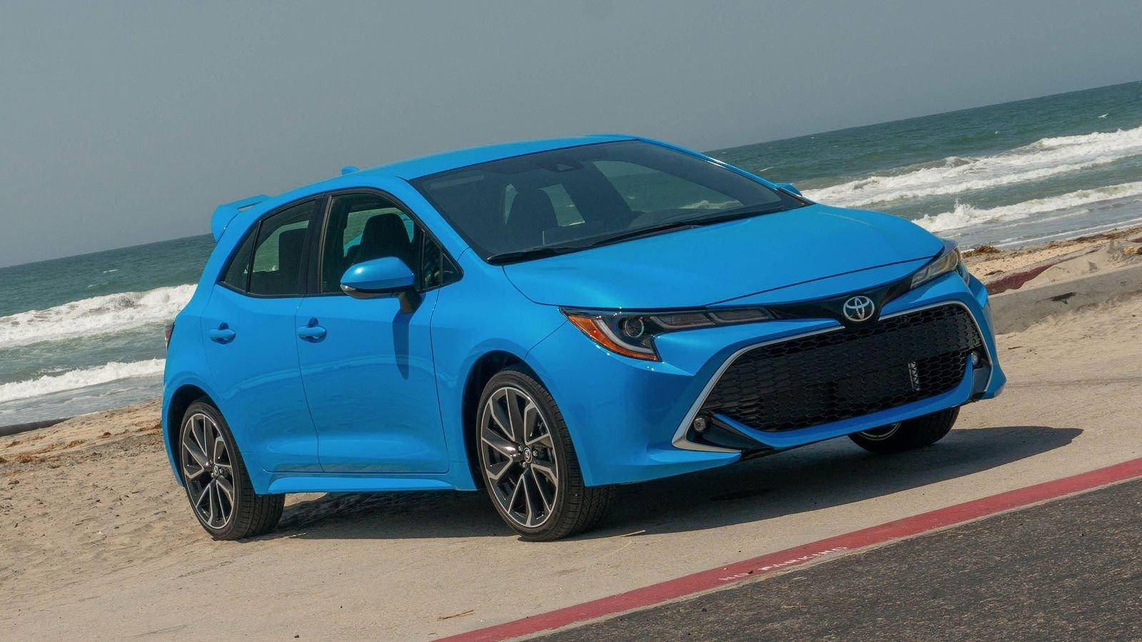 Компания Toyota отказалась от имени Auris в пользу Corolla