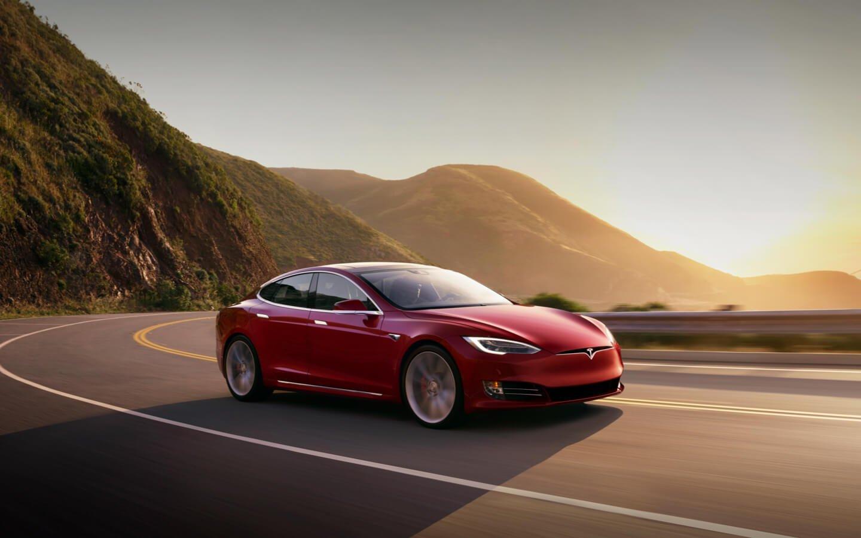 Найден способ «взломать» автомобиль Tesla задве секунды