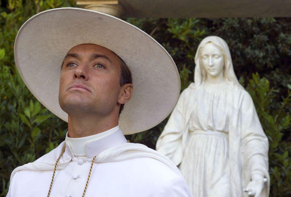 Соррентино назвал дату выхода второго сезона «Молодого папы»