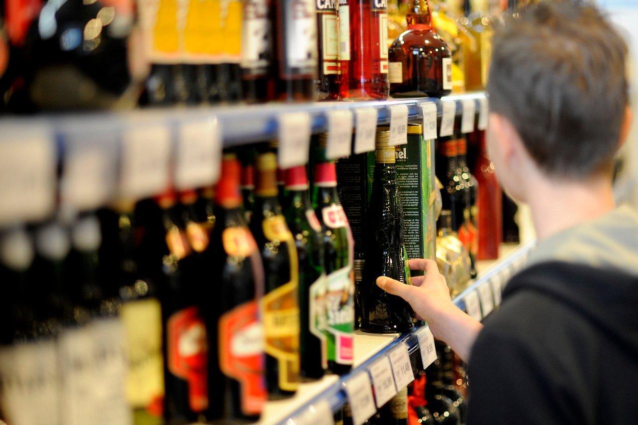 Спирт в Российской Федерации могут разрешить торговать с двадцати лет