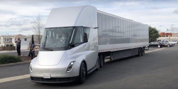 Резултат с изображение за Электрогрузовик Tesla Semi заметили на дорогах США