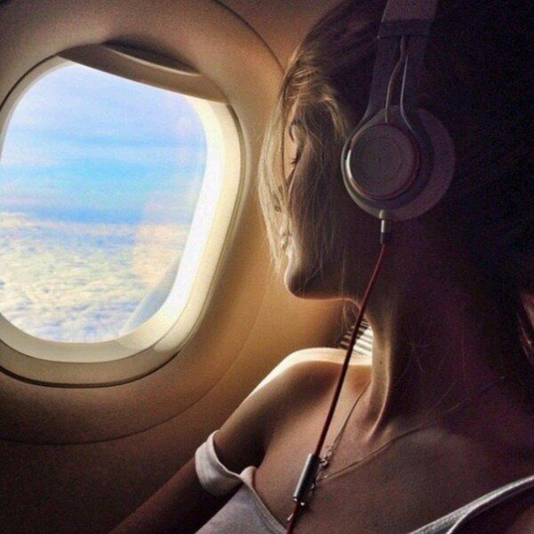 Ночь женщина самолет фото — img 13