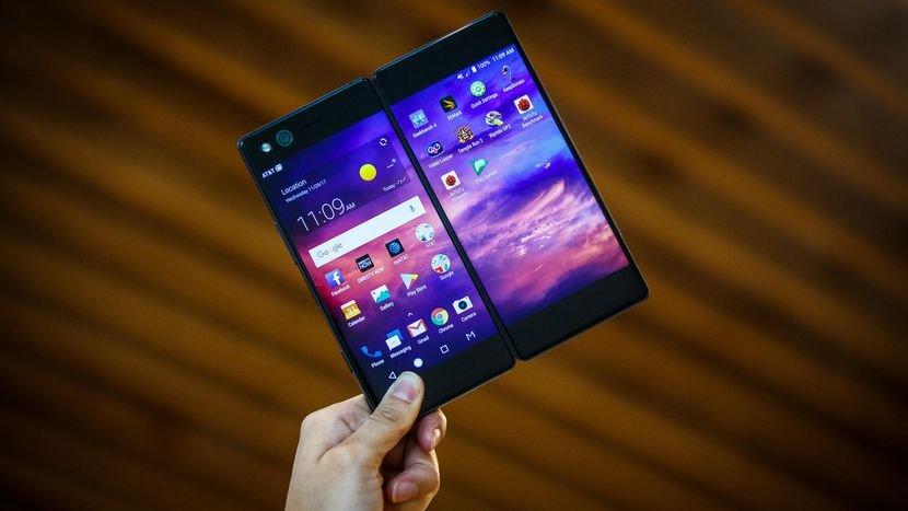 В Российской Федерации начал реализовываться складной смартфон ZTE Axon M с 2-мя экранами