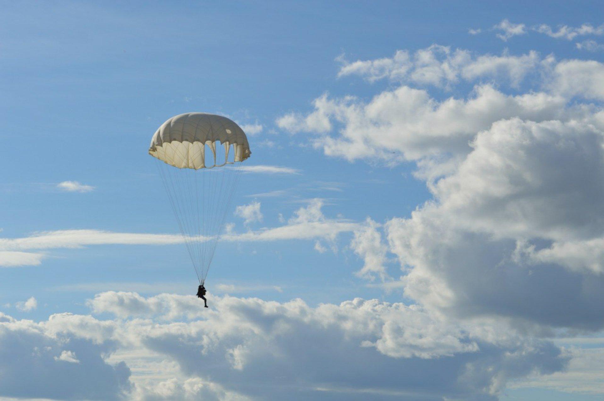 Музыкальные, красивые парашютные картинки