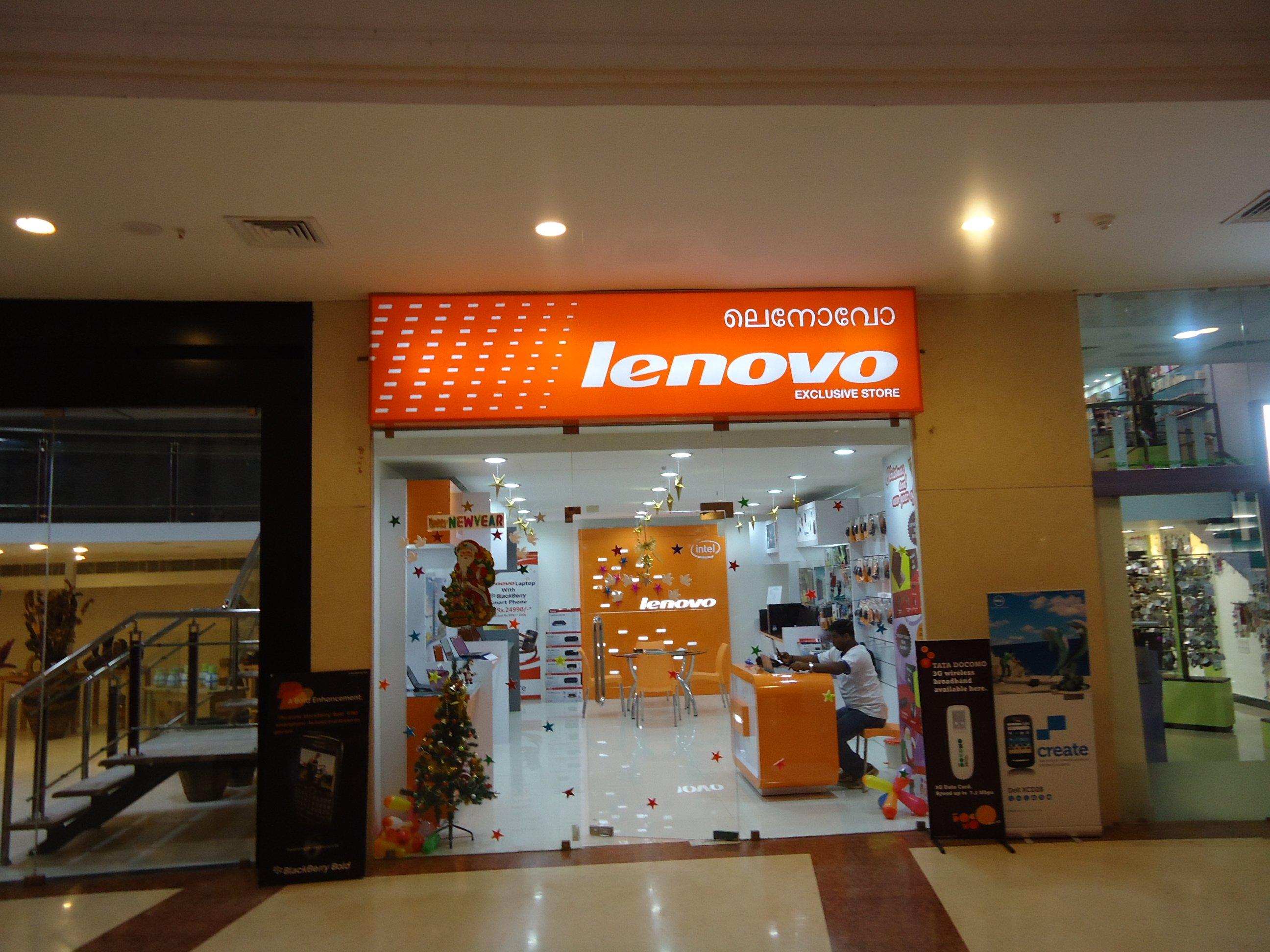 Всети интернет появилось фото «дырявого» телефона Lenovo с сильной тройной камерой