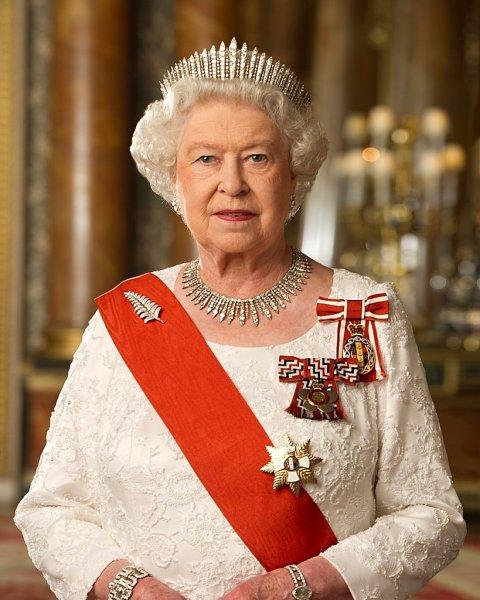 Елизавета II поможет Меган Маркл справиться с негативным отношением СМИ