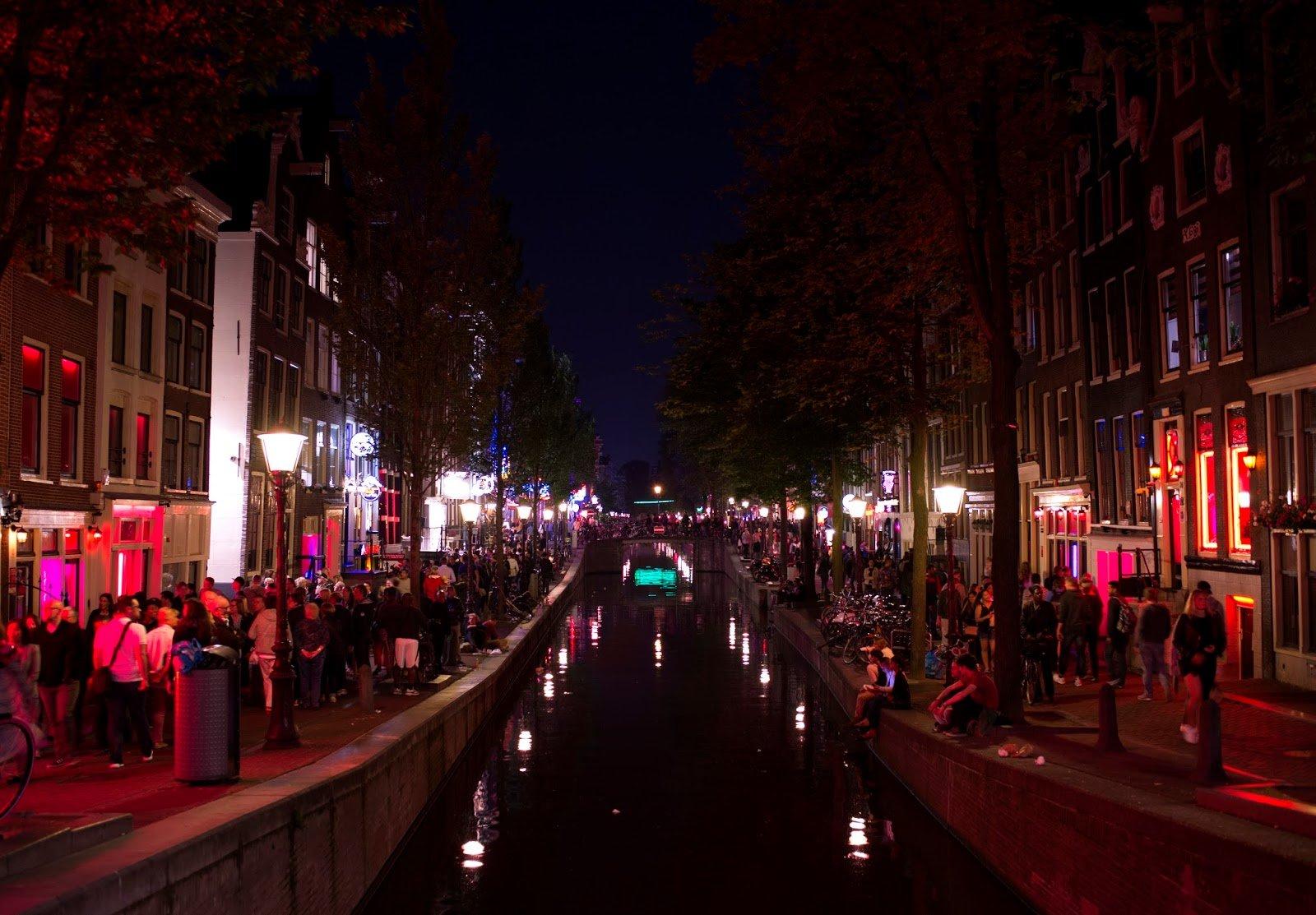 амстердам район красных фонарей фото беззеркальная