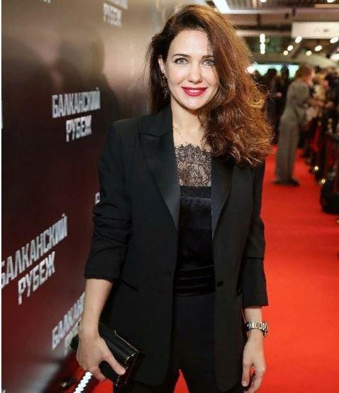 Екатерина Климова появилась на премьере фильма Балканский рубеж в смокинге