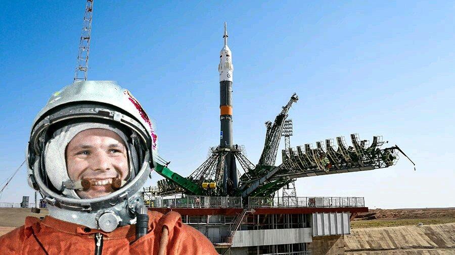 фото гагарина в скафандре у ракеты изображения
