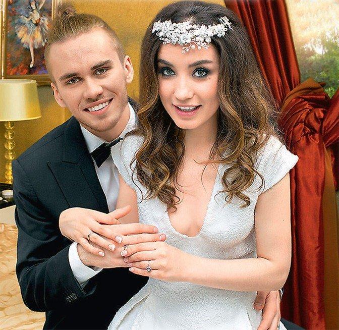 Свадьба в двух цветах фото что комиссия