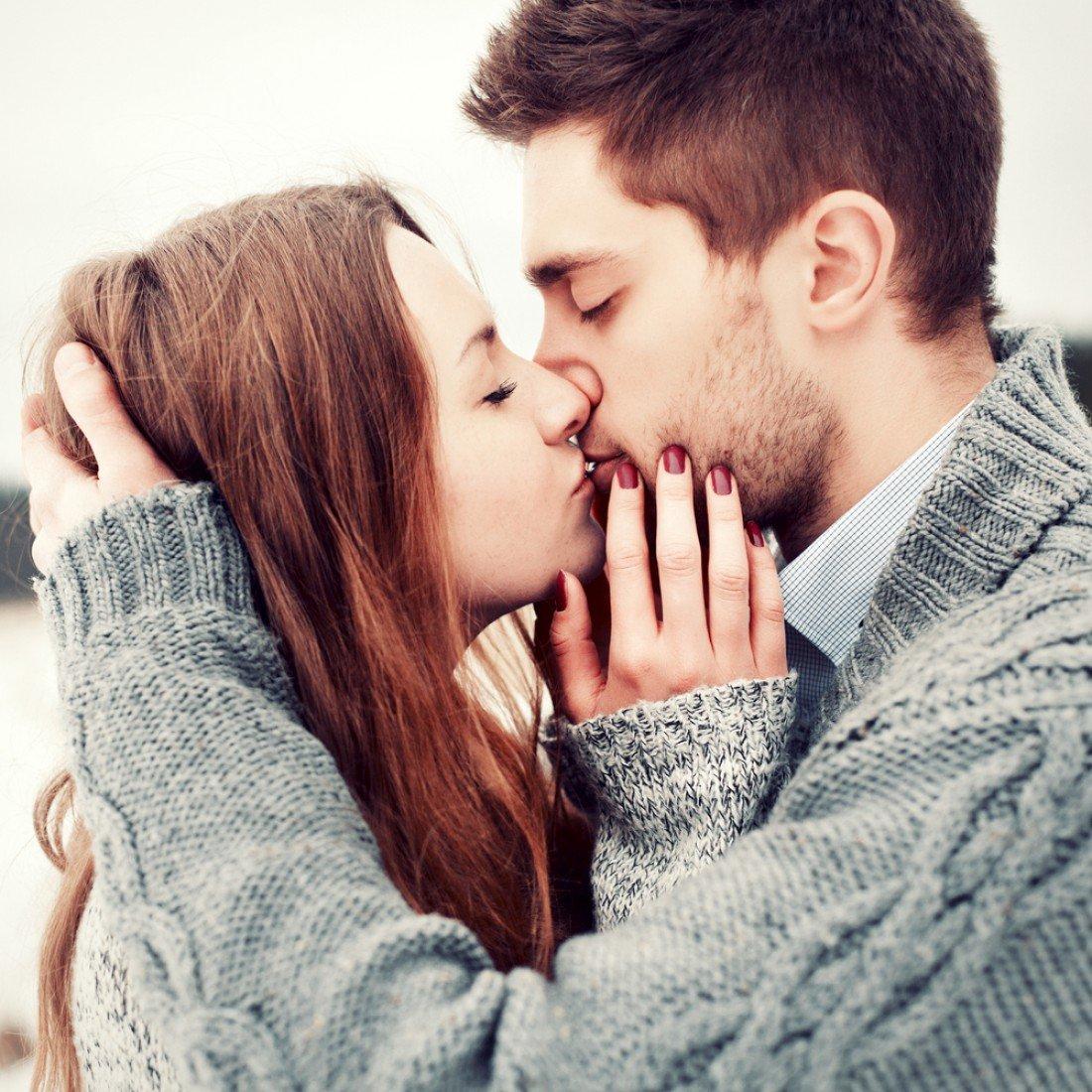 Картинки с поцелуем парня и девушки