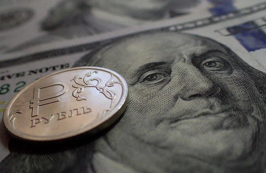 Доллар по 300 рублей? Аналитики предсказали падение рубля до ...