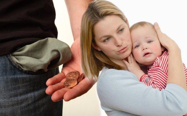 С миру по нитке: Деньги на материнский капитал могут вычитать из зарплаты из-за банкротства ПФР
