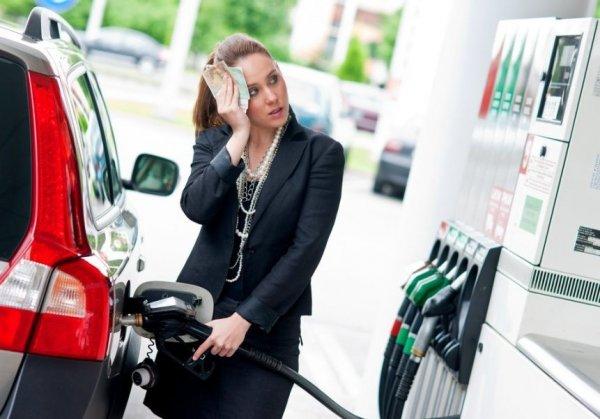 Дорогая езда: Цены на бензин в России снова выросли