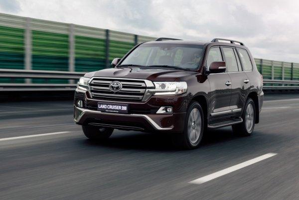 Нефть дешевеет, бензин дорожает: Владельцам Toyota Land Cruiser придется раскошелиться еще больше