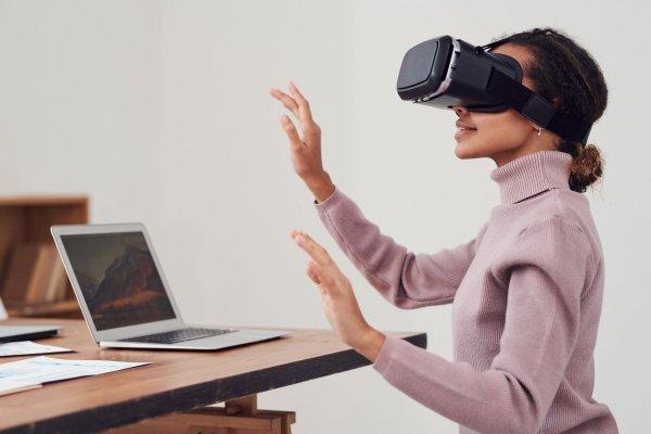 Facebook снимает с продажи гарнитуру Oculus Go