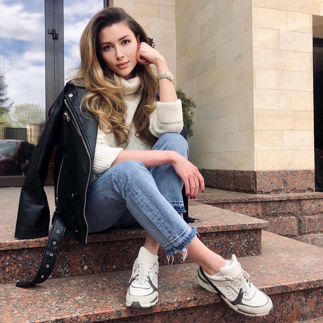 Анна Заворотнюк заявила, что не будет комментировать положение ее матери thumbnail