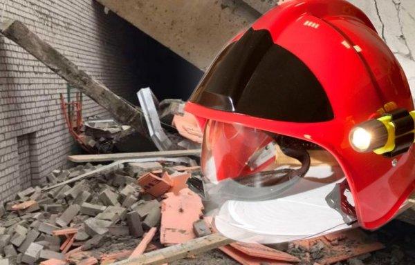 Трое рабочих погибли после обрушения в ТЦ в Кировской области