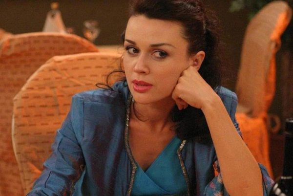 Дочь Заворотнюк Анна не хочет признавать, что папа когда-то бил ее маму; фото – кадр из сериала «Моя прекрасная няня»