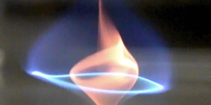 Ученые описали новый феномен: голубое огненное торнадо